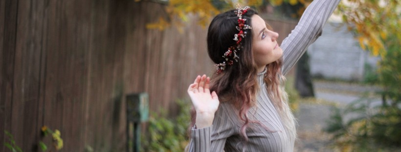 Beautiful handmade fall wedding hair wreath a girl with wavy hair
