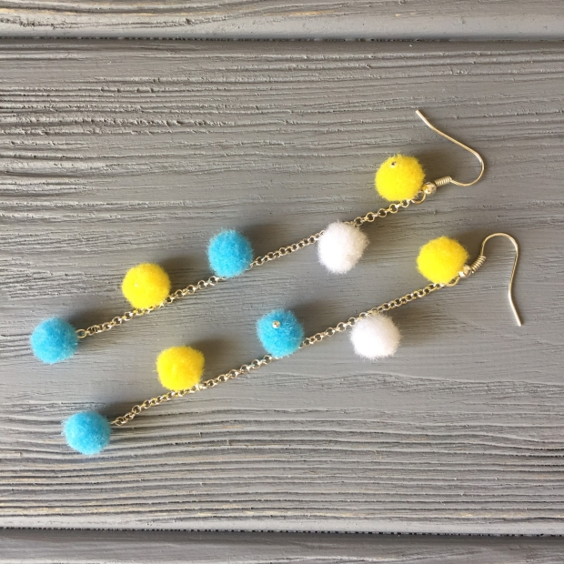 Result of the tutorial for pompom earrings