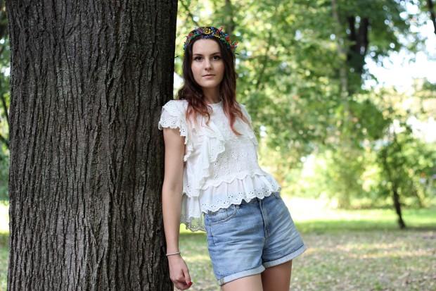 Bohemian look with hair wreath